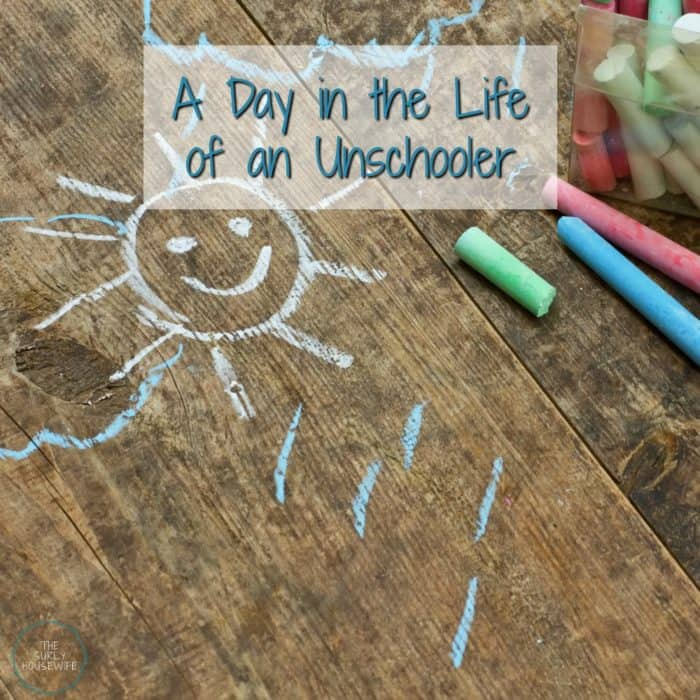 What does an unschooling schedule look like? Do you like the idea of unschooling, but have no idea how to structure your day? A day in the life of an unschooler involves imagination, problem solving, storytelling, conflict, and play! If you need ideas for your unschooling preschool, check out this post!