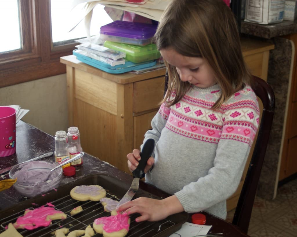 Decorating heart cookies