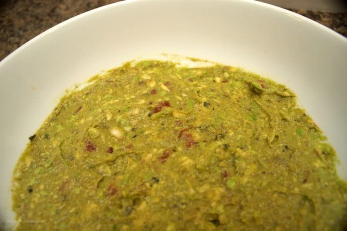 Garlic and lime guacamole, a delicious and easy guacamole recipe that comes together in just one hour!!