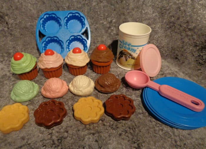 1989 Fisher Price Fun With Food Party Time Dessert Set